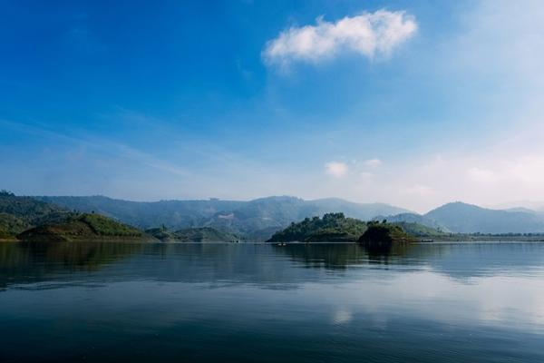 Cảnh sắc thơ mộng của Tà Đùng - vịnh trên núi. (Nguồn: Internet)