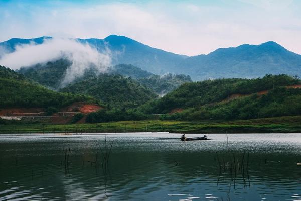 Nên thơ, quyến rũ, Tà Đùng khiến người ta mê mẩn khi cảnh đẹp thiên nhiên hòa quyện vào nhau. (Nguồn: Sưu tầm)
