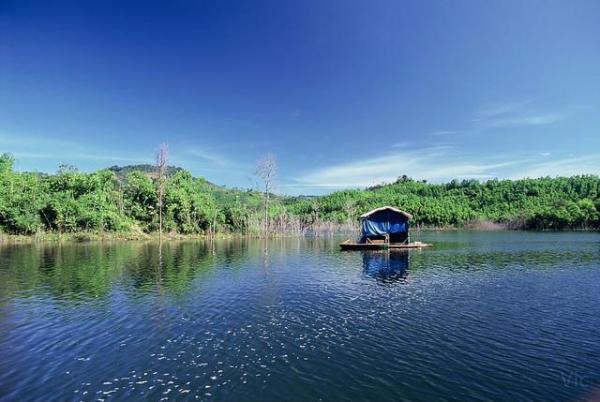 Vẻ đẹp trữ tình trên hồ Tà Đùng. (Nguồn: victory963)