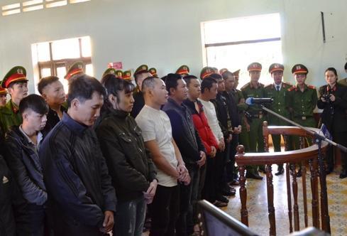 Ngoài Hùng, 18 bị cáo khác cũng lĩnh án. Ảnh: Phạm Linh.