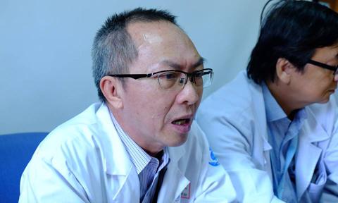 BS Nguyễn Thế Huy, Phó trưởng Khoa Tai mũi họng BV Nhi Đồng 1 cho hay, lúc nhập viện, tình trạng bé trai bị chó cắn rất nặng, mũi bị mất gần hết