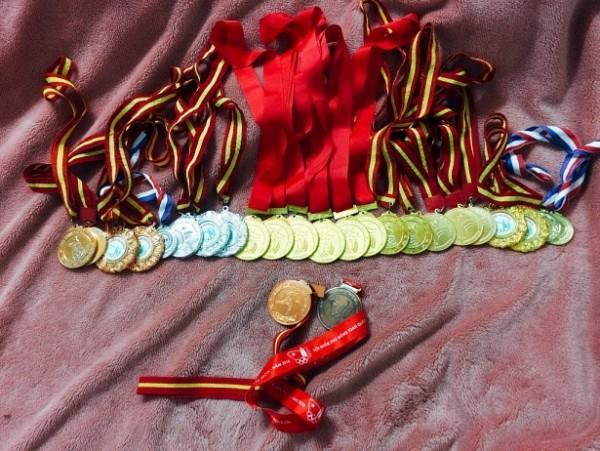 Bộ sưu tập huy chương của Hot-girl Karate.