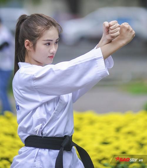 Minh Anh từng giành được tổng cộng 16 HCV, 3 HCB, 5 HCĐ cấp tỉnh môn Karatedo ở nhiều hạng cân 30, 35, 40, 42, 45, 46, 48, 50, 52, 55 kg. Đặc biệt, cô nàng cũng xuất sắc giành được 2 HCĐ cấp quốc gia. Mới đây nhất, cô giành HCV tại một giải đấu cấp quận tại TP.HCM.