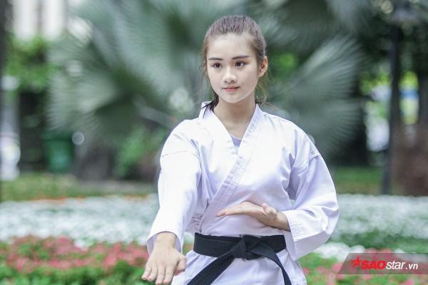 Nhìn sự tự tin, vui vẻ và hoạt bát của cô nàng, ít ai biết Minh Anh lúc nhỏ khá nhút nhát. Chính võ thuật đã đem đến sự tự tin cho cô: Giờ ra đường, mình chả sợ ai ăn hiếp nữa (cười).