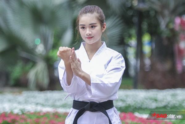 Mới đây, Minh Anh lọt Top 100 miss teen Việt Nam 2017. Dù khá bận bịu thời gian học tập, làm thêm, cô vẫn dành thời gian tập luyện cùng bạn bè trong trường. Bên cạnh đó, cô cũng có ước mơ làm người mẫu ảnh.