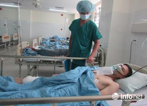 Anh Việt đang được điều trị tại bệnh viện.