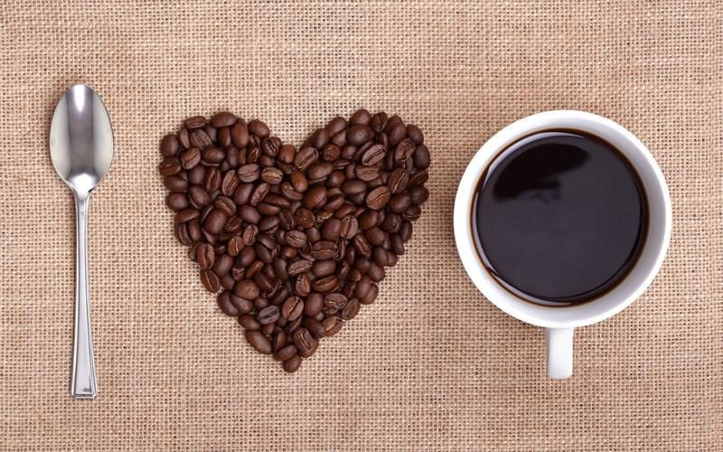 Theo các chuyên gia, có nhiều cách để nhuộm màu cà phê an toàn. Ảnh: internet