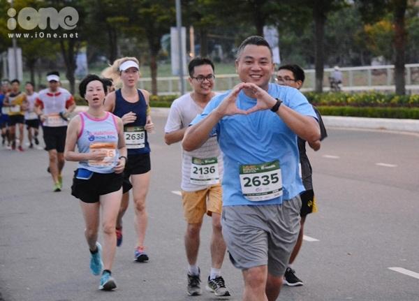Năm 2016, Danang International Marathon thu hút hơn 4.500 người tham gia. Năm nay, BTC cuộc thi nỗ lực đổi mới cự ly 5 km với chủ đề FOOD5K (Run - Ăn - Run), kết hợp chạy bộ với trải nghiệm ẩm thực, nhằm khuyến khích hơn nữa nhiều người dân địa phương đến tham dự.