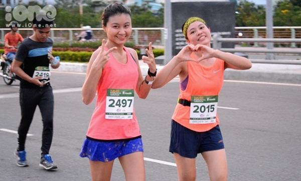 Cuộc thi kỷ niệm 5 năm Marathon tại Đà Nẵng diễn ra cuối tuần qua, thu hút sự quan tâm của nhiều người. Sau nhiều tháng chuẩn bị, các VĐV sẽ tham gia các cự ly 42 km, 21 km, 10 km.