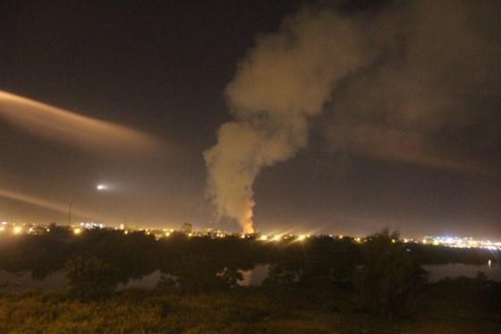 Đám cháy tạo nên cột khói lớn