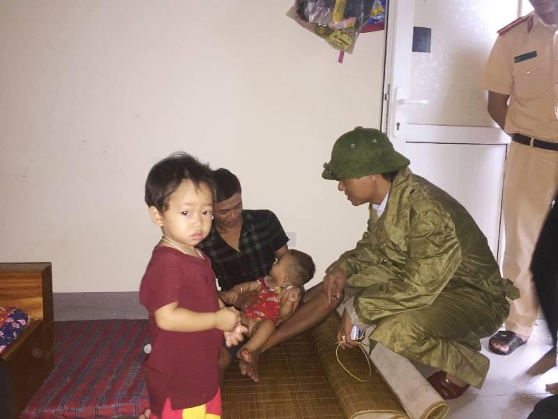 Lãnh đạo thị xã Kỳ Anh - Hà Tĩnh đến thăm hỏi người dân sơ tán tại vùng an toàn