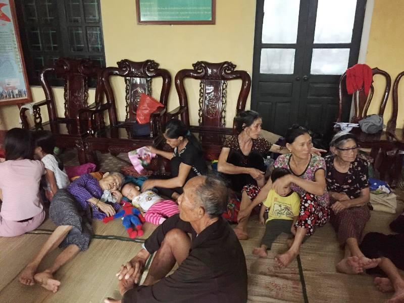 Người già, trẻ em đã được tập trung tại những cùng an toàn