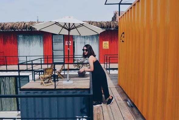 Những thùng container rực rỡ sắc màu. (Nguồn: @queanhhh3003)