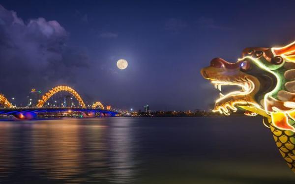 Cầu Rồng Đà Nẵng. (Nguồn: vntrip.vn)