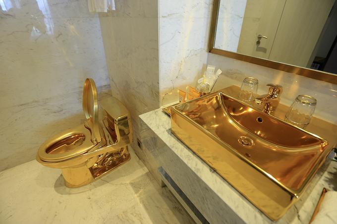 ... đến các phòng ở với vòi tắm, bồn rửa mặt, bồn cầu...