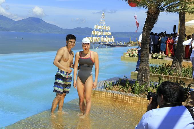 Liên minh Kỷ lục Thế giới (WorldKings) cũng đã xác nhận và công bố bể bơi vô cực dát vàng 24K cao và lớn nhất thế giới. Vận động viên bơi lội số một Việt Nam Nguyễn Thị Ánh Viên đã đến bơi biểu diễn tại lễ công bố kỷ lục.