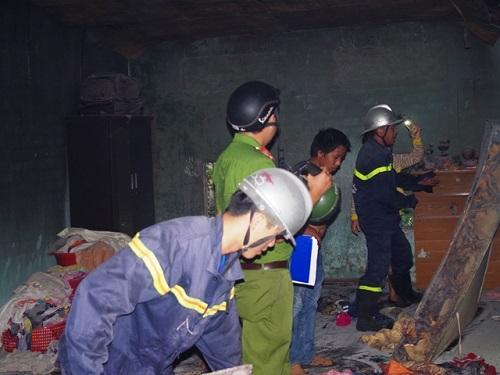 Lực lượng Phòng cháy – Chữa cháy tiến hành dập lửa