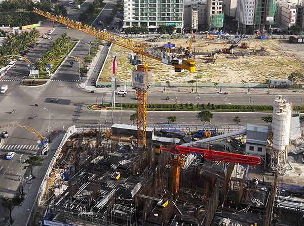 Sở Xây dựng Đà Nẵng yêu cầu hạ toàn bộ cần trục tháp tại các công trình xây dựng xuống mức thấp nhất kể từ ngày 1/11 đến hết Tuần lễ Cấp cao APEC 2017 (Ảnh: HC)