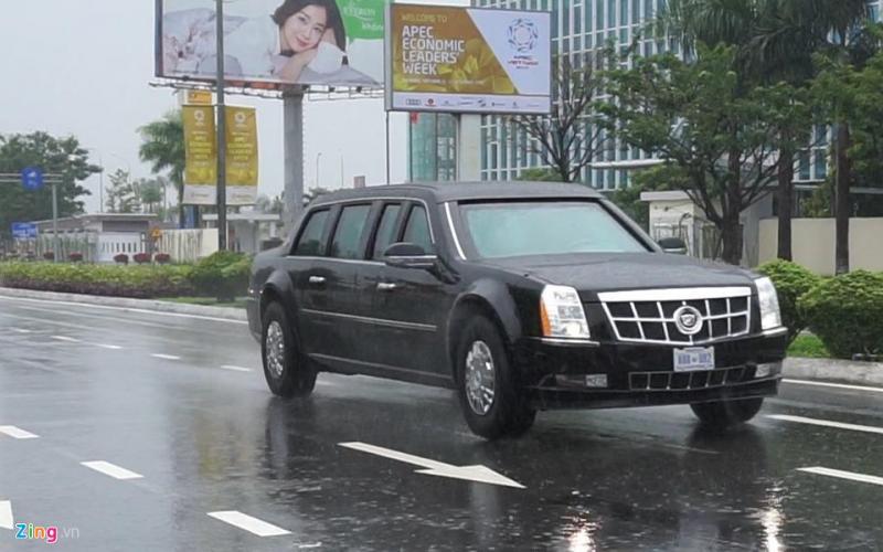Lúc 14h, đoàn xe phục vụ Tổng thống Trump đã lăn bánh khỏi sân bay Đà Nẵng về điểm tập kết.