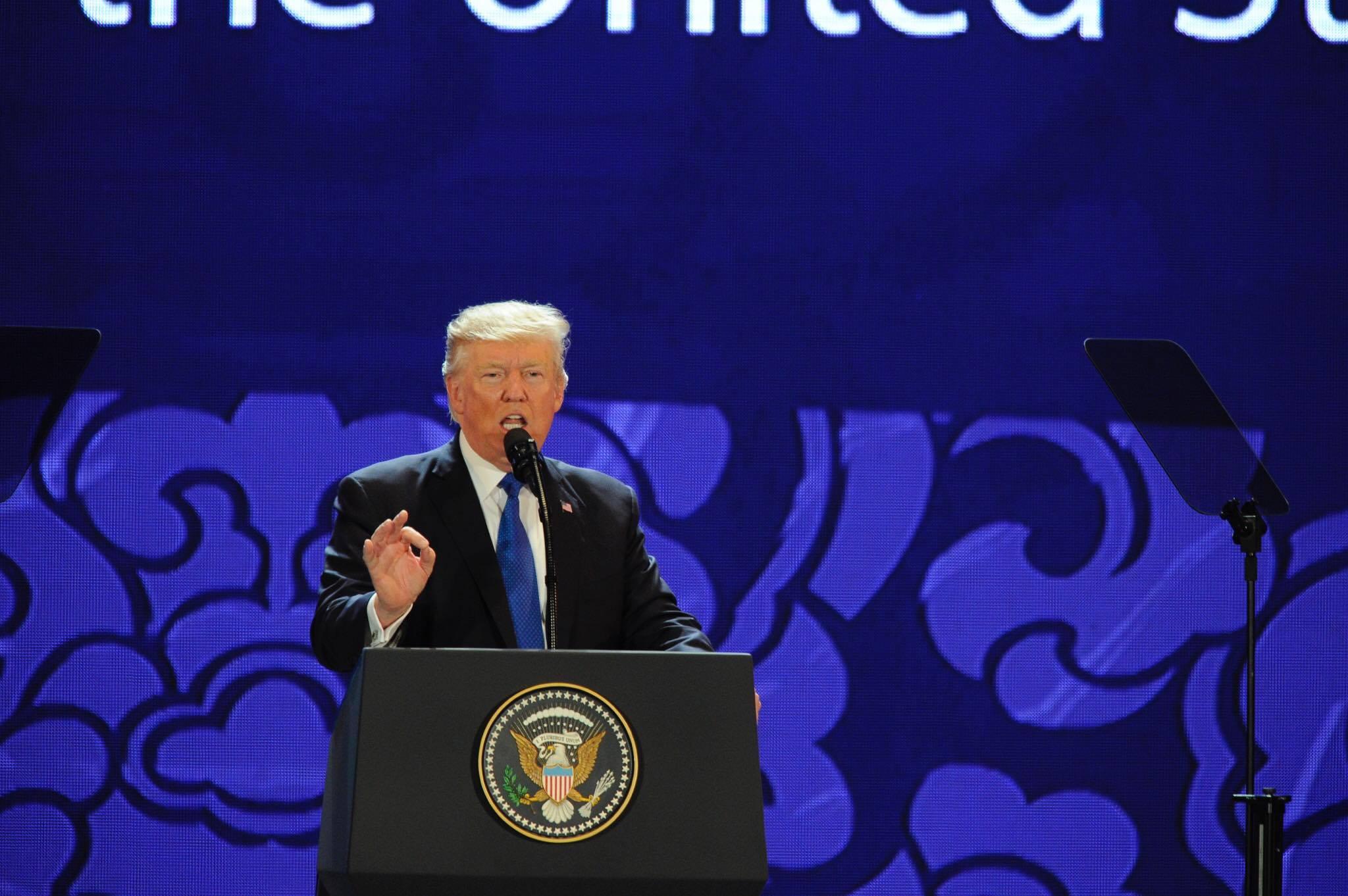 Tổng thống Donald Trump phát biểu tại Trung tâm Hội nghị Ariyana, Đà Nẵng.