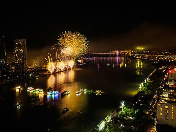 Tối này 10/11, Đà Nẵng sẽ bắn pháo hoa chào mừng Tuần lễ Cấp cao APEC 2017 (Ảnh: HC)