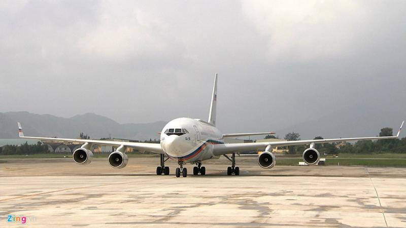 Máy bay được nâng cấp rất nhiều so với phiên bản gốc nhằm đáp ứng các tiêu chuẩn về tiện nghi, độ an toàn dành cho việc chuyên chở nguyên thủ quốc gia.