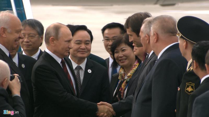 Ông được Bí thư Thành ủy Đà Nẵng Trương Quang Nghĩa, Bộ trưởng Giáo dục & Đào Tạo Phùng Xuân Nhạ và Phó chủ tịch TP Đà Nẵng Nguyễn Ngọc Tuấn đón.