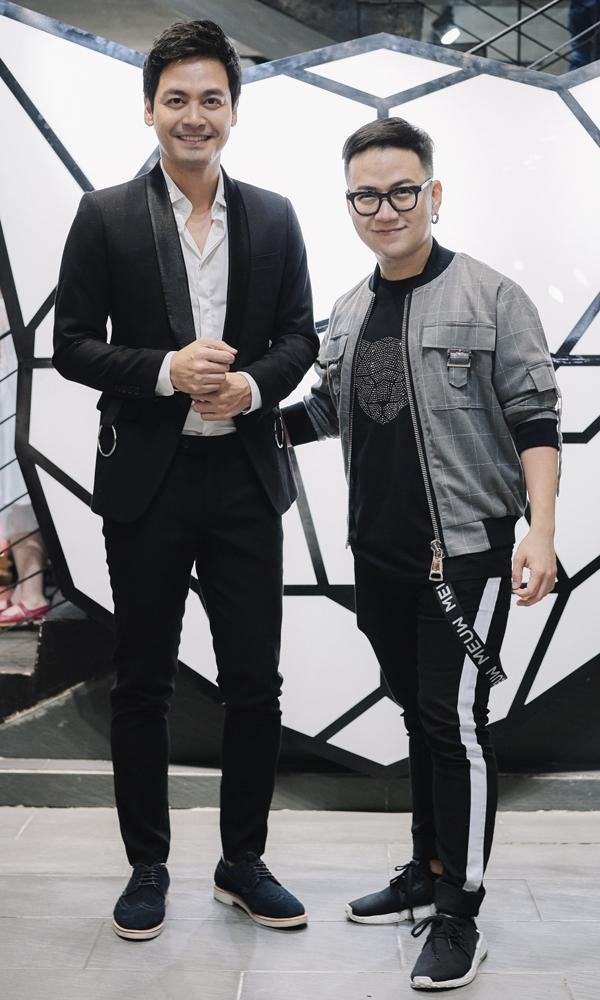 Cùng với Minh Tú - một người em thân thiết của Chung Thanh Phong, nhiều khách mời nổi tiếng như Phan Anh, Phương Mai, nhà thiết kế Hà Duy... cũng ra Đà Nẵng để dự lễ khai trương.
