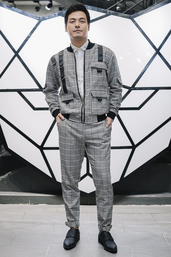 Phan Anh khoe nét cá tính và trẻ trung với mẫu thiết kế nằm trong bộ sưu tập mới nhất của Chung Thanh Phong.