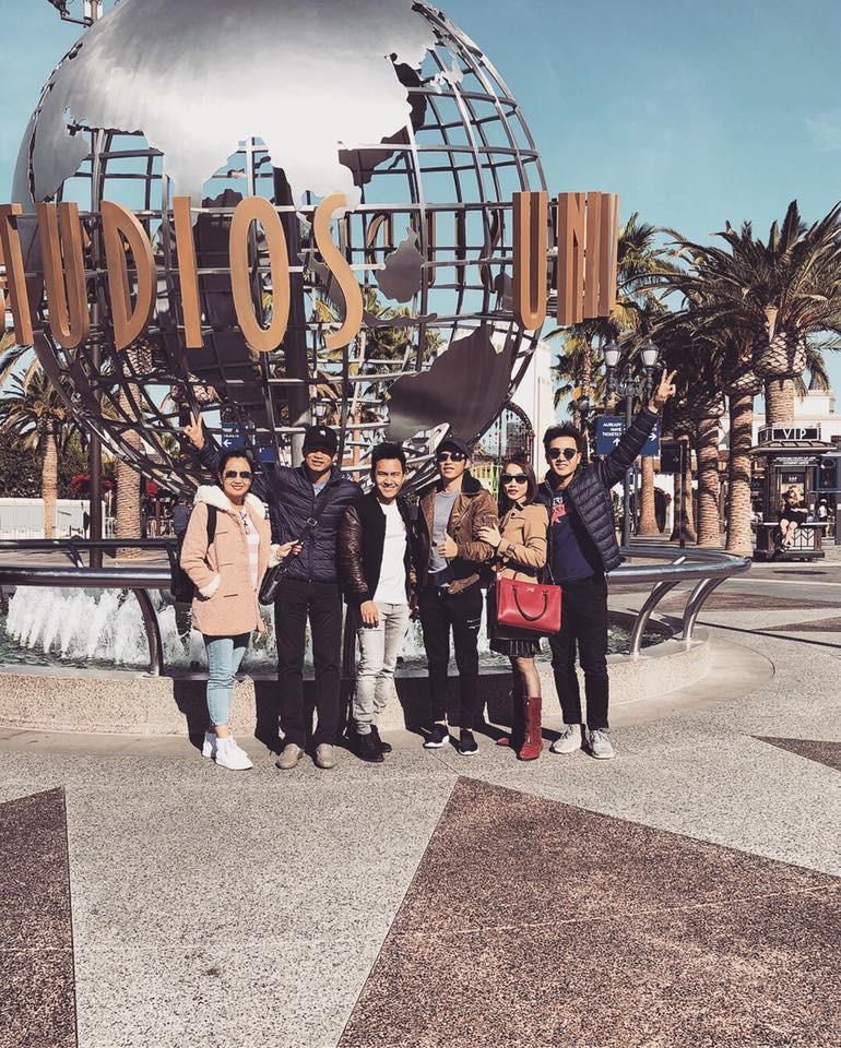 Hoài Linh và gia đình trong chuyến du lịch tại Mỹ vừa qua.