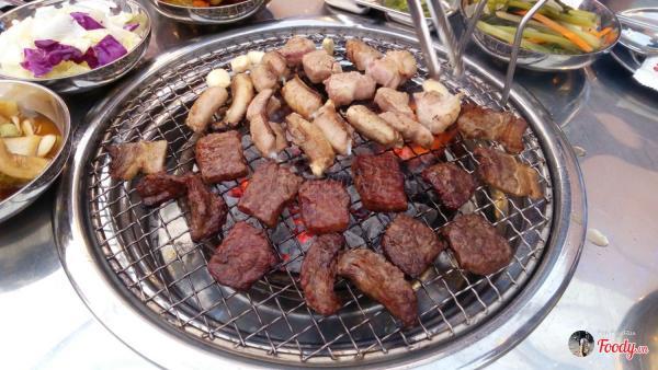 Ăn thịt nướng, uống sochu cảm giác như đang ngồi góc vỉa hè ở xứ sở kim chi vậy