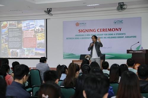 Đối tác đến từ Singapore giới thiệu về chương trình
