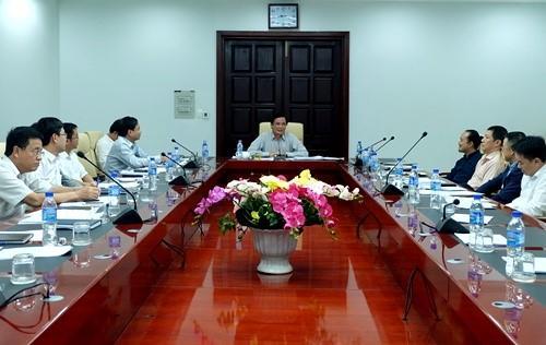 Đà Nẵng vừa tổ chức cuộc họp với sự chủ trì của Phó Chủ tịch UBND Trần Văn Miên để nghe các sở, ngành, đơn vị liên quan, Công ty CP Tập đoàn Mặt trời (Sun Group) báo cáo ý tưởng và sơ bộ kế hoạch tổ chức Lễ hội Pháo hoa Quốc tế 2018.