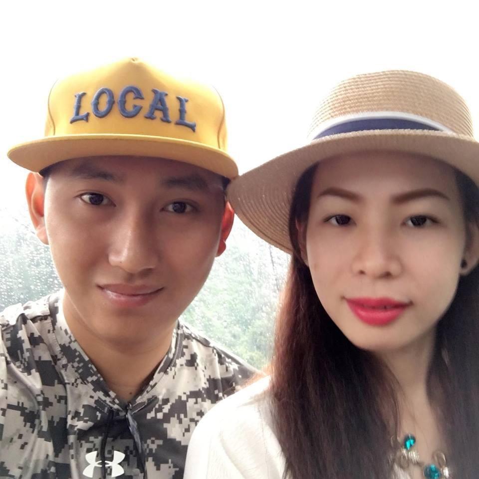 Hai vợ chồng anh Nhật đi chơi cùng nhau