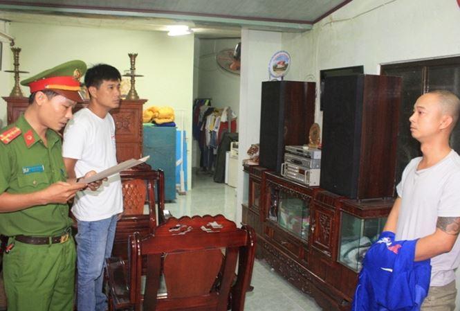 Công an đọc lệnh bắt và khám xét nhà Lê Nguyễn Bá Thịnh