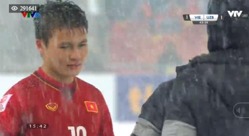 Quang Hải một lần nữa được người hâm mộ của nước xướng tên khi gỡ hòa cho đội tuyển Việt Nam.