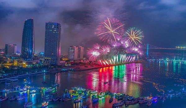 """Trình diễn pháo hoa quốc tế là """"đặc sản"""" của Đà Nẵng."""