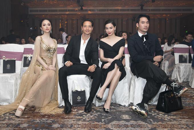 Một số nghệ sĩ nổi tiếng dự sự kiện khai trương khách sạn ở Đà Nẵng, tối 27/3. Trong đó có Hoa hậu Hương Giang, diễn viên Kim Lý, ca sĩ Hồ Ngọc Hà, nhà thiết kế Lý Quí Khánh