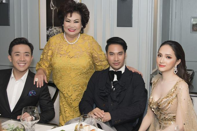 Nghệ sĩ Trấn Thành ra Đà Nẵng dự tiệc một mình, không có Hari Won đi cùng.