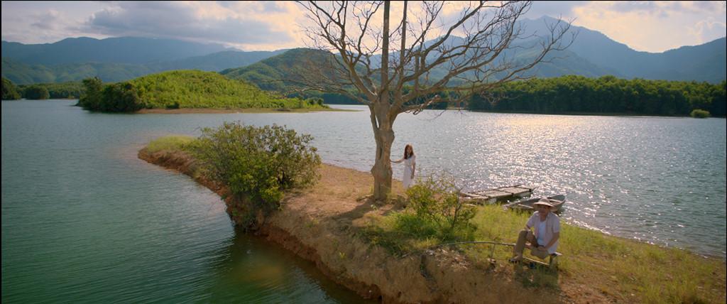 Yêu em bất chấplà bộ phim do đạo diễn Văn Công Viễn thực hiện. Đây là dự án được làm lại từ tác phẩm nổi tiếng của Hàn QuốcMy Sassy Girl - Cô nàng ngổ ngáo.