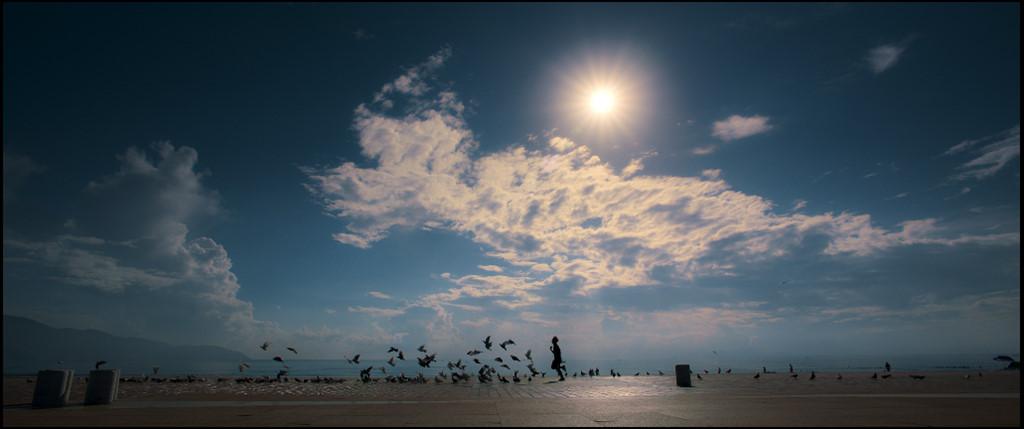 Ngoài ưu thế là kịch bản Hàn Quốc chặt chẽ,Yêu em bất chấpcòn gây ấn tượng nhờ bối cảnh phim đẹp lung linh, lãng mạn. Phim được quay tại TP. Đà Nẵng.
