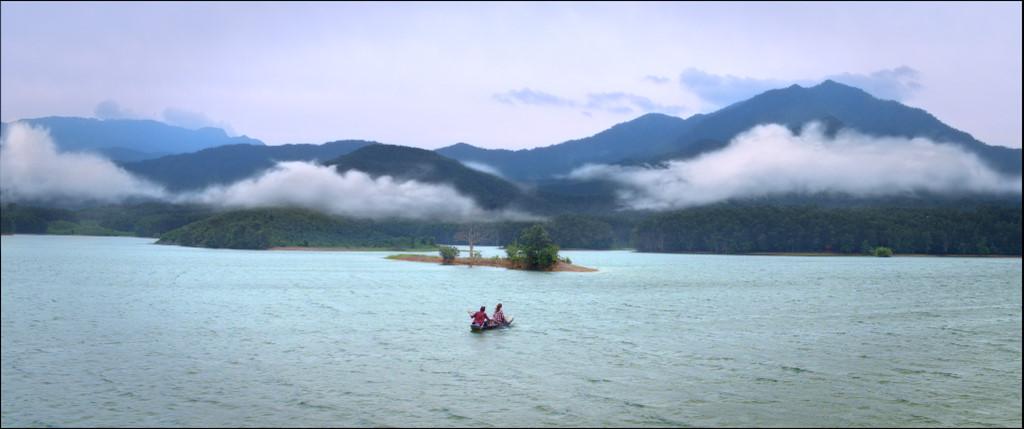 Nhà sản xuất phim tiết lộ đoàn phim đã mất hơn 6 tuần để đi tìm kiếm bối cảnh với sự giúp đỡ của người dân Đà Nẵng.