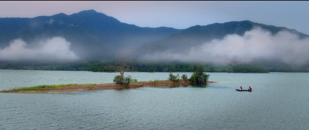 Địa điểm lưu giữ kỉ niệm của hai nhân vật chính được đoàn phim quay tại Hồ Hòa Trung, Đà Nẵng với cảnh sông, nước, mây, trời đầy lung linh và lãng mạn.