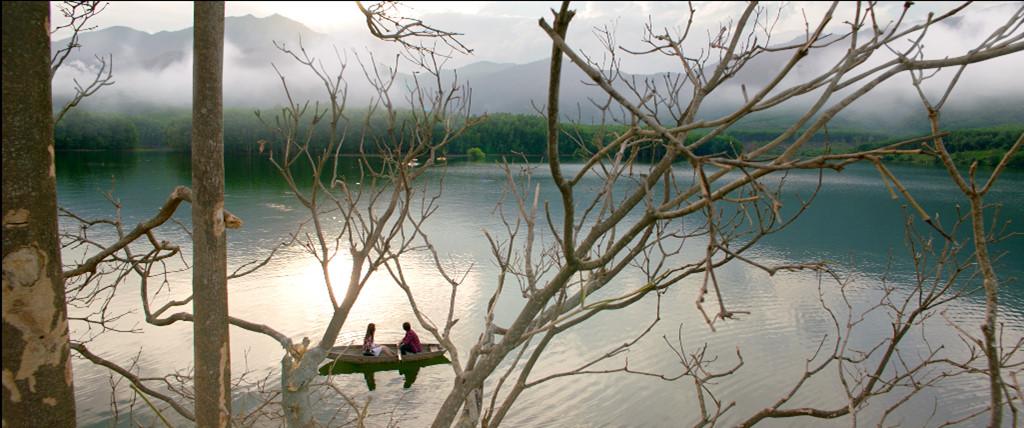 """Trong phim, 3 câu chuyện tưởng tượng của Minh Khôi và Diệu Hiền được đầu tư hoành tráng ở 3 địa điểm khác nhau. Câu chuyện """"Duyên phận"""" được quay ở vùng sông nước Quảng Nam còn phân cảnh cổ trang Mỵ Châu - Trọng Thủy lại được ghi hình tại đèo Hải Vân."""
