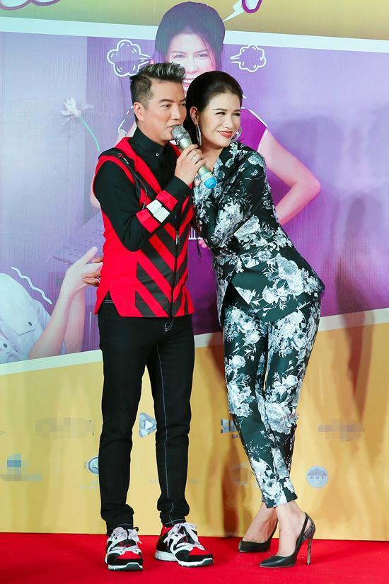 Mr Đàm, ông xã trên màn ảnh của Trang Trần cũng có mặt tại buổi giao lưu với khán giả tại Đà Nẵng. Trong