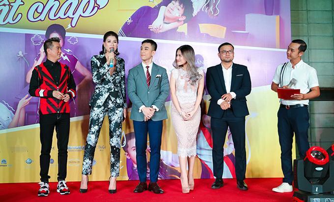 Trong buổi giao lưu, các diễn viên hào hứng kể lại những kỷ niệm đẹp trong suốt quá trình quay phim tại Đà Nẵng.