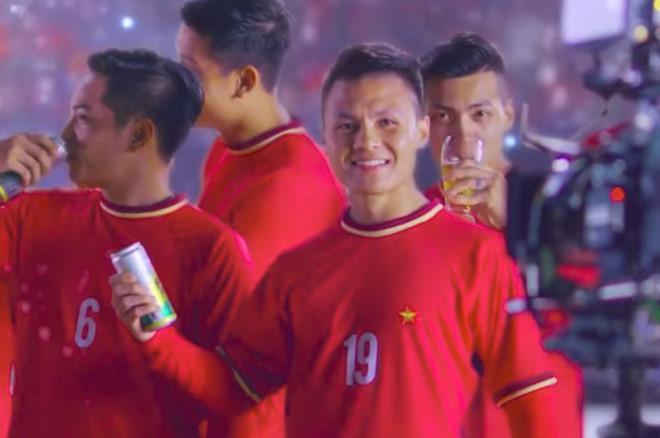 Hình ảnh Quang Hải trong đoạn quảng cáo bia gợi liên tưởng tới chiến công của U23 Việt Nam tại Thường Châu (Trung Quốc).