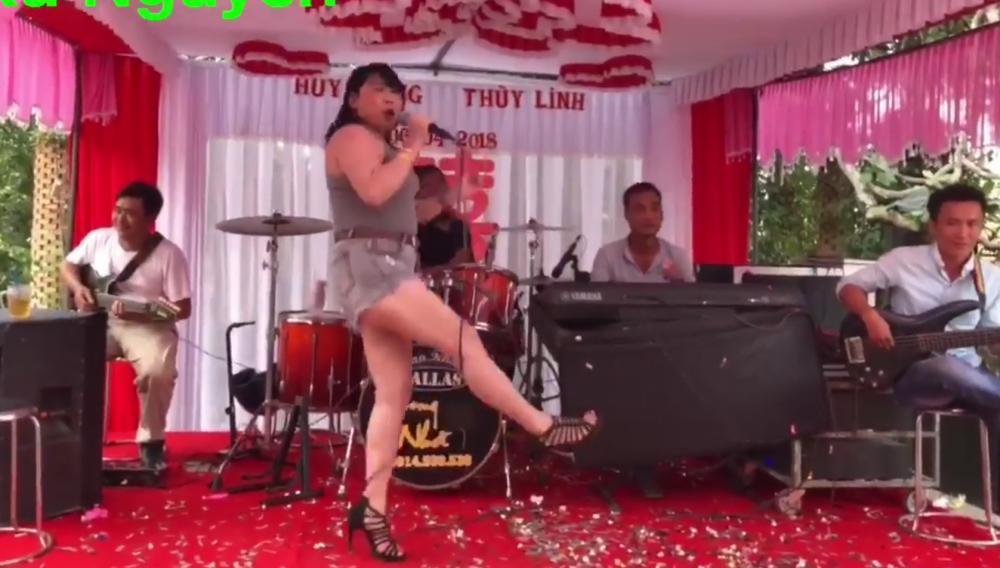 Nữ ca sỹ này xuất hiện ở nhiều đám cưới khác nhau