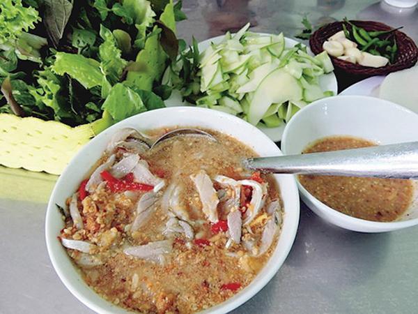 Món gỏi cá ướt có vị cay xè lưỡi