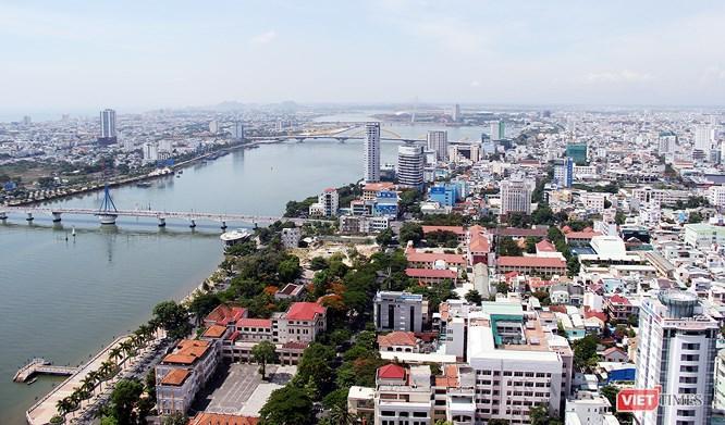 Theo các chuyên gia, Đà Nẵng đang phát triển kiểu tụt lùi.